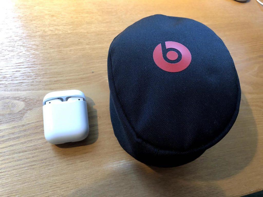 BeatsSoloヘッドフォンとAirPods